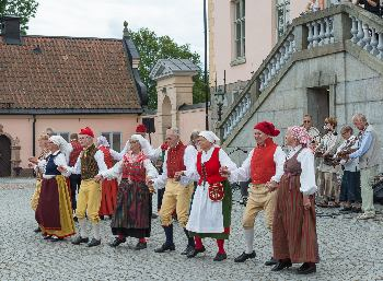 Performance in front of Hesselby Castle